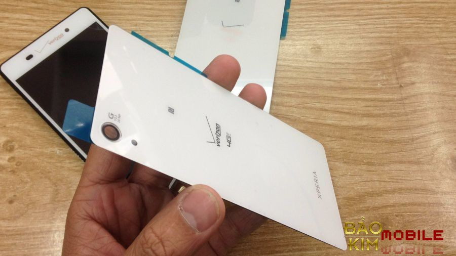 Thay nắp lưng Sony Z4v giá rẻ.