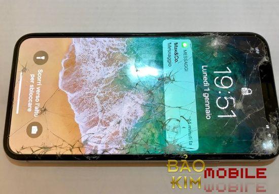 iPhone X vỡ mặt kính bên ngoài còn cảm ứng và LCD hiển thị vẫn bình thường.