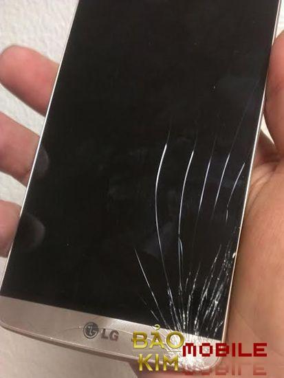 Hình ảnh LG G5 vỡ mặt kính bên ngoài.