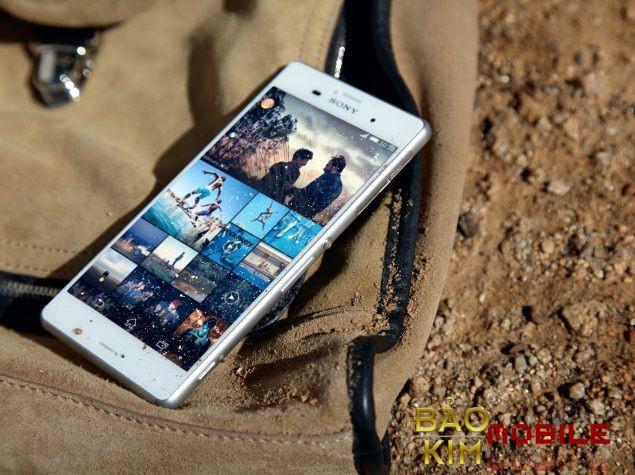 Thay nắp lưng Sony Z4v lấy lại vẻ đẹp cho chiếc máy.