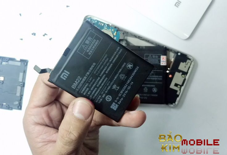 Thay pin Xiaomi Mi5 (BM 22) nhanh chóng.