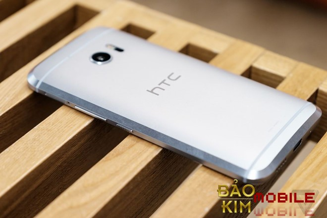 Thay pin HTC 10, 10 Evo lấy ngay sau 50 phút