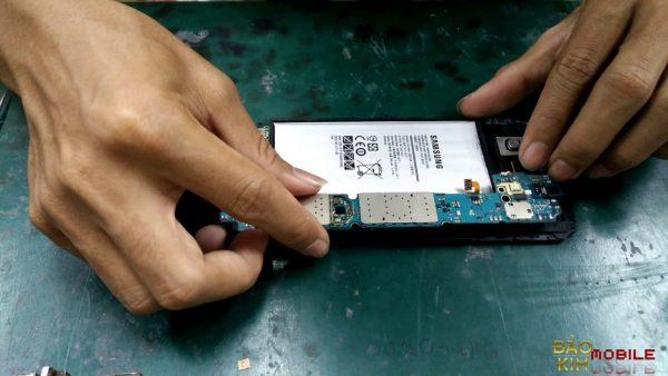 Thay IC wifi Samsung A7 nằm trên main mạch