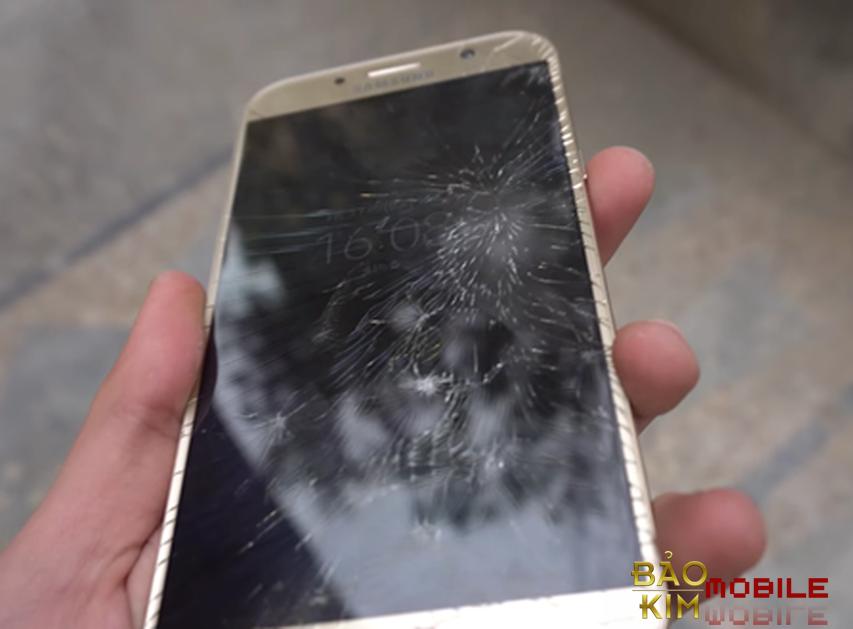 Samsung A520 vỡ kính và cần thay mới để sử dụng máy