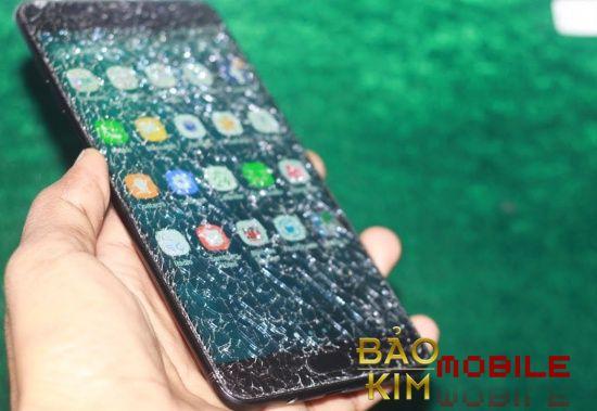 Hình ảnh điện thoại Samsung A9 Pro vỡ mặt kính.