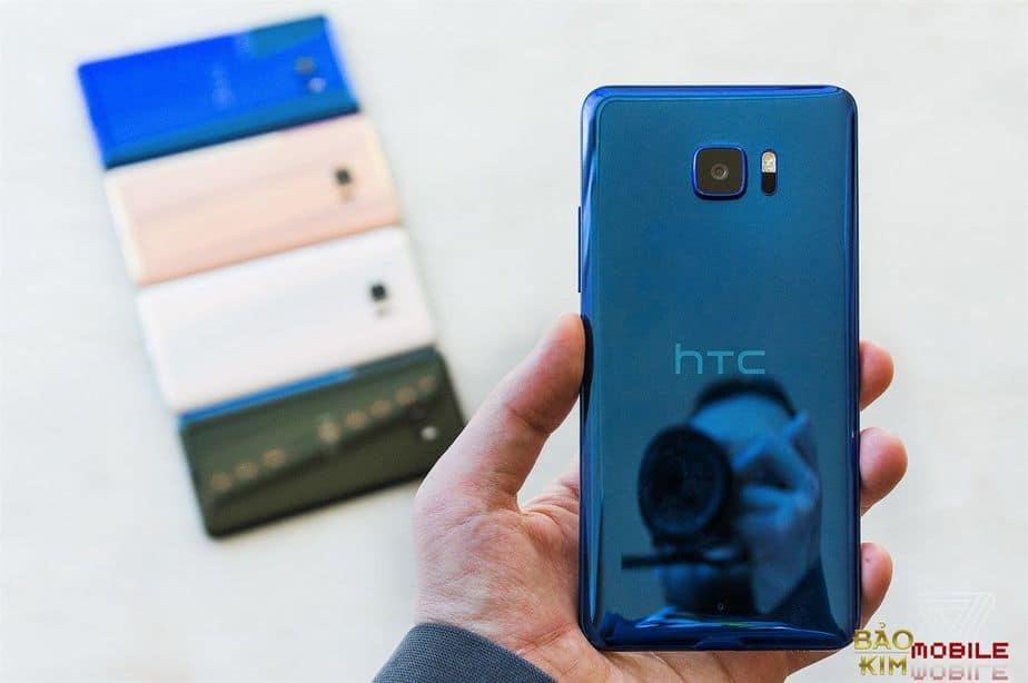 Thay nắp lưng HTC U Ultra lấy sau 45 phút