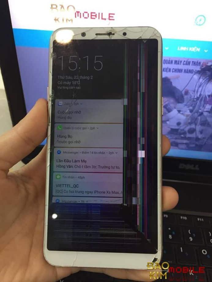 Không chỉ thay mặt kính Oppo A83, trường hợp này phải thay cả bộ màn hình