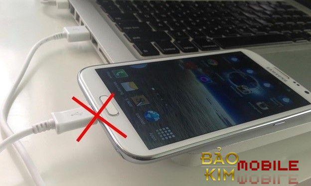 Không thể sạc pin nếu không đi sửa Samsung Note 4 báo nhiệt độ cao/ thấp