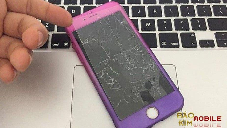 Điện thoại bị xước kính