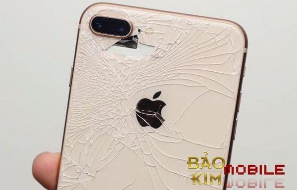 Thay kính lưng iPhone 8, 8 Plus bảo hành 12 tháng