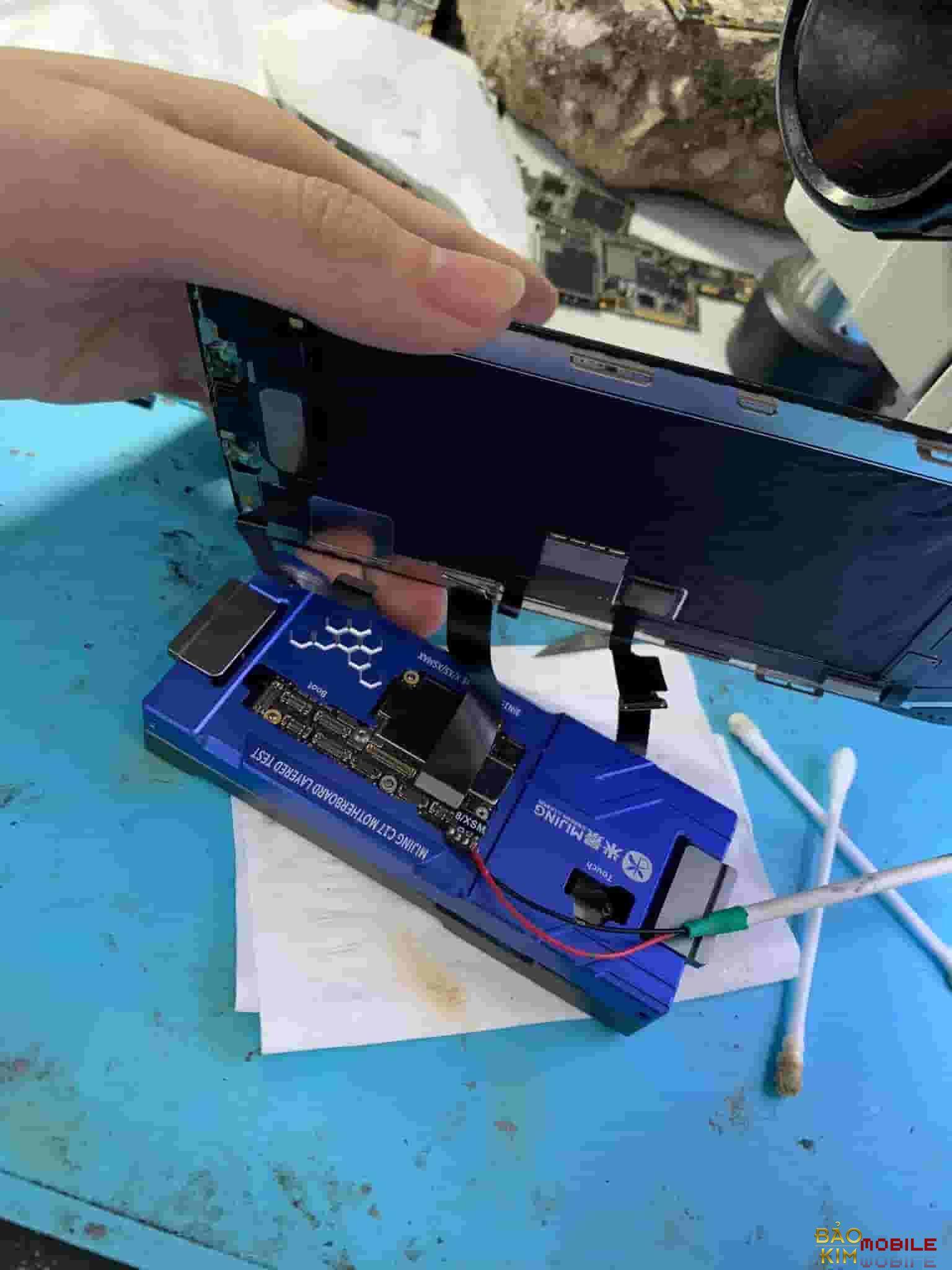 Lắp kiểm tra cảm ứng khi đã thay xong cảm ứng iPhone X Xs Max