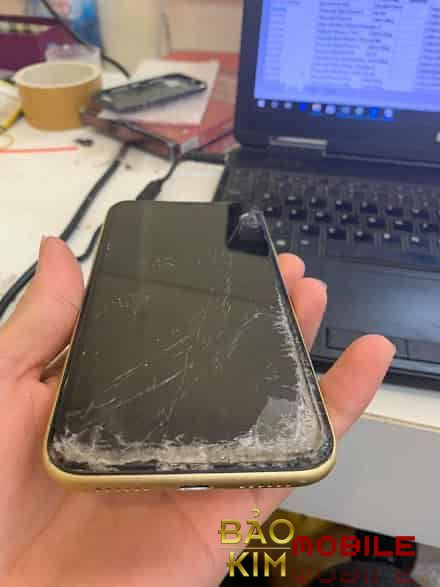 Hình ảnh thay màn hình iPhone Xr chính hãng