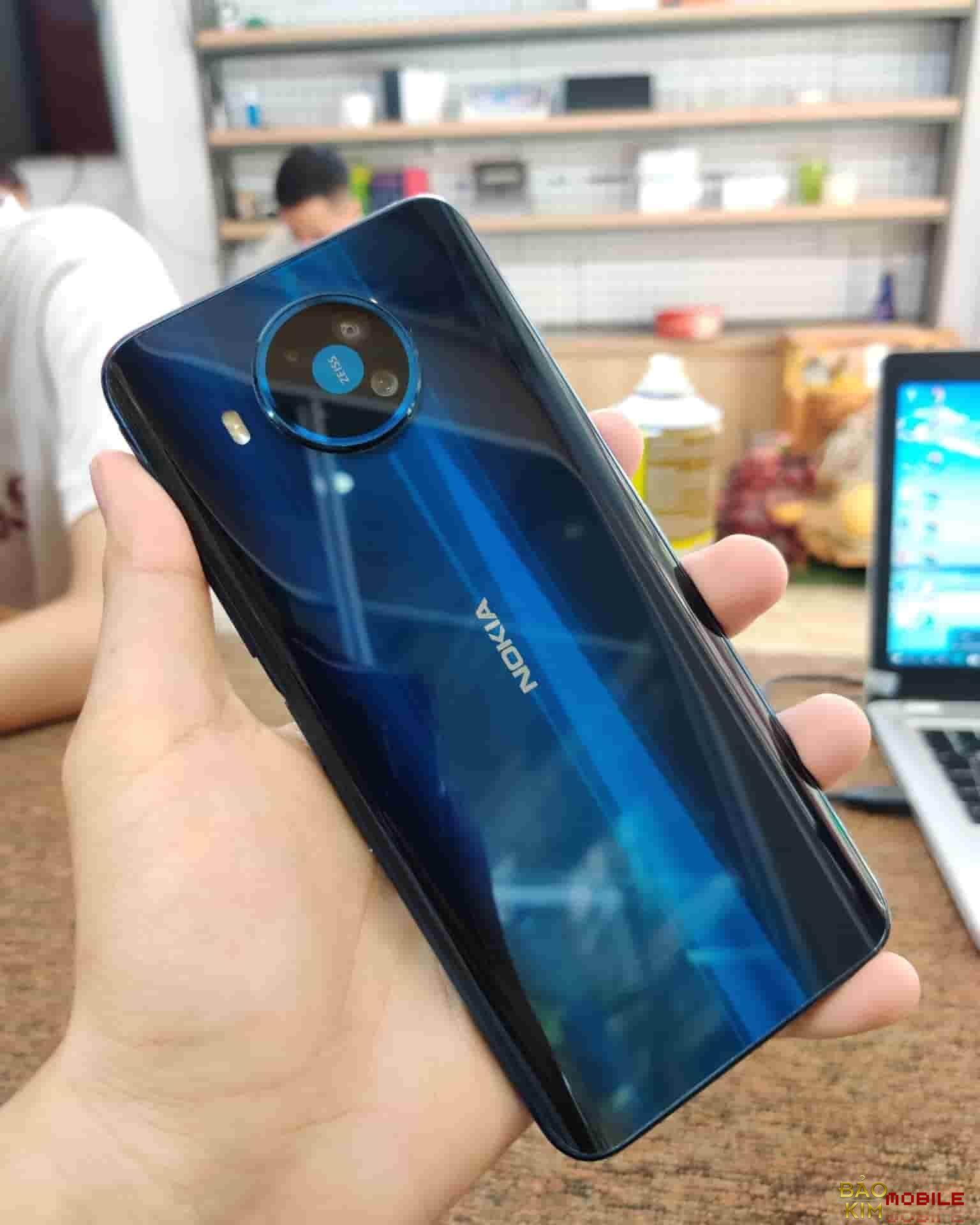 Thay pin Nokia 8.3